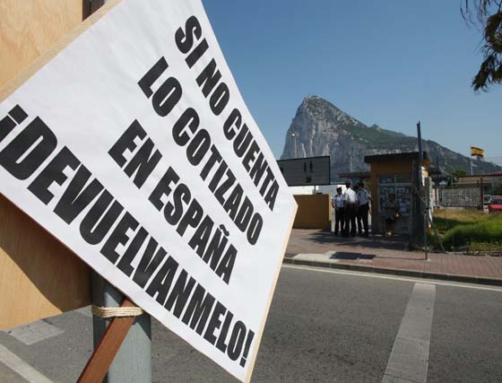 Concentración junto a la frontera de trabajadores españoles en Gibraltar
