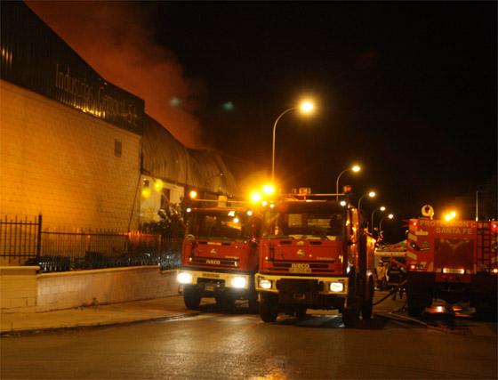 Incendio en una nave del Polígono Juncaril de Albolote