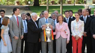 Los campeones de Europa comparten el triunfo con los Reyes y Zapatero