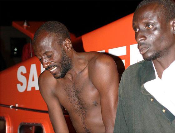 Imágenes de la llegada de los rescatados al puerto de Motril