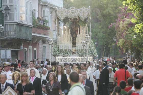 Primera salida de la Virgen del Carmen Coronada