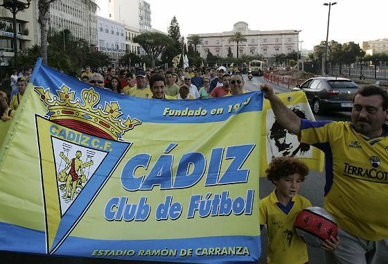 La afición del Cádiz pide justicia
