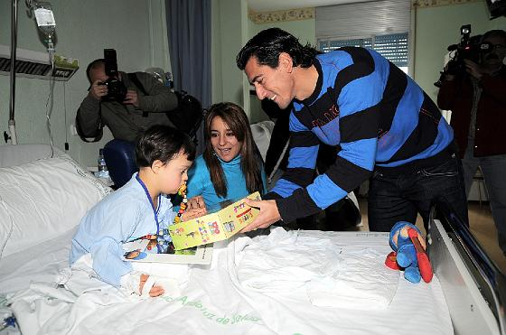 El Xerez visita a los niños en el hospital