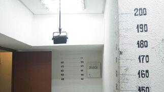 Visita a los calabozos de la comisaría de Los Lobos, en Granada