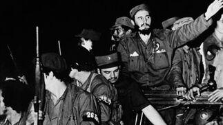 4 de Enero de 1959. Fidel Castro y los guerrilleros del 'Movimiento 26 de Julio' entra en Cienfuegos tras la victoria sobre el ejército del dictador Fulgencio Batista