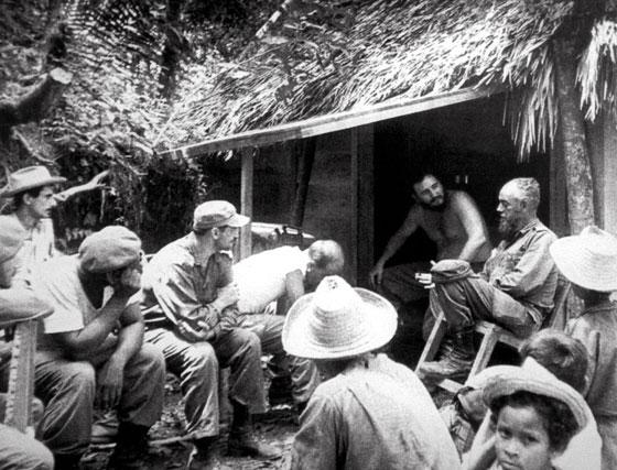 Fidel Castro junto a campesinos y milicianos durante la Reforma Agraria puesta en marcha en mayo del 59 y que supuso la expropiación de todos los latifundios y su reparto entre los campesinos.