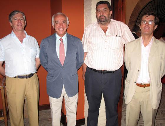 Directivos de Sevilla Turf: Pedro Piñar Parias, José Antonio López Alzás (director), Jesús Gómez-Millán y Juan Benjumea Alarcón (presidente).  Foto: Victoria Ramírez