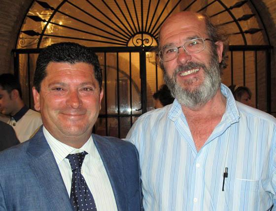 Hermenegildo Mergelina, gerente de la Sociedad de Carreras de Caballos de Sanlúcar, y Fernando Piñar, ex presidente de Sevilla Turf.  Foto: Victoria Ramírez