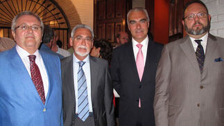 Manuel Ruiz Domínguez, Manuel Román López; Antonio Soto Ramis y Diego Rodríguez Ropero, directivos de Caja Madrid, uno de los patrocinadores.    Foto: Victoria Ramírez