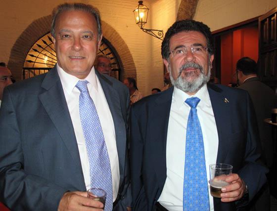 Ángel Ojeda, presidente de Prescal, y Manuel López Casero, de Cajasol, una de las entidades patrociandoras de las carreras de caballos.  Foto: Victoria Ramírez