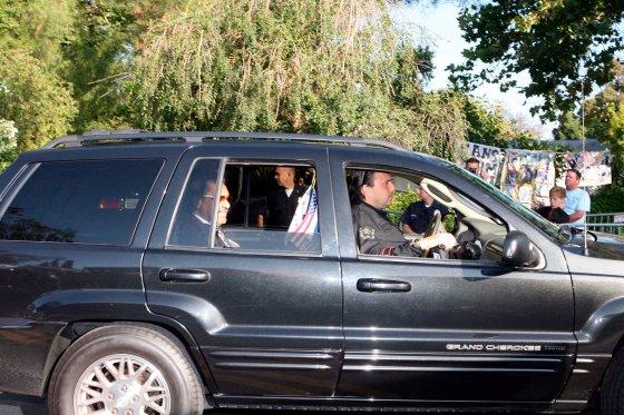 Seguidores, familia y amigos se reúnen para dar el último adiós al 'rey del pop'.  Foto: Agencias