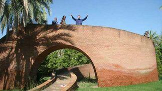 Mirador con forma de NoDo en los Jardines del Guadalquivir.  Foto: Belén Vargas