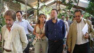 El alcalde y los delegados de Urbanismo y Medio Ambiente, en el pabellón de la Naturaleza.  Foto: Belén Vargas