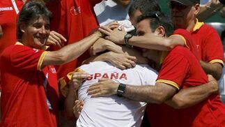 España celebra la victoria de Verdasco.   Foto: EFE