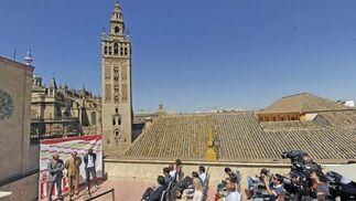 Momento de la presentación de Zokora en plena zona monumental de Sevilla.  Foto: Antonio Pizarro