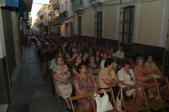 Unas 500 sillas se colocaron a las puertas de la iglesia de San Francisco Solano  Foto: Rafael Salido