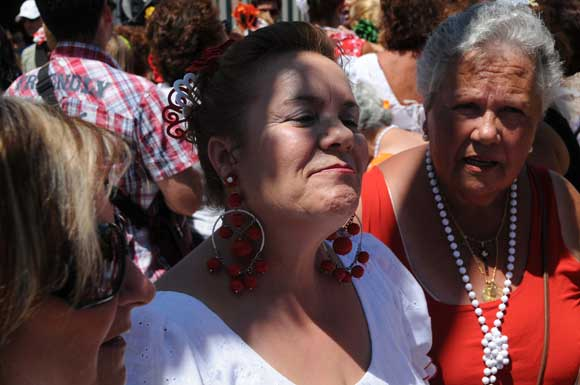 El Día de la Mujer llenó el recinto ferial de San Fernando de lunares y volantes  Foto: Javier Gonzalez