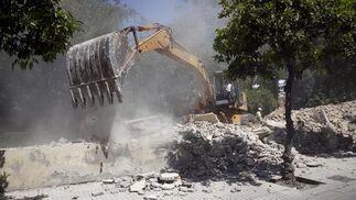 Retiro de los escombros del muro derribado  Foto: Jaime Martínez