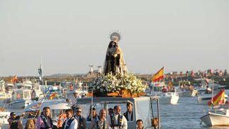 La Virgen del Carmen de Gallineras, a su llegada al pantalán de La Magdalena./Rioja