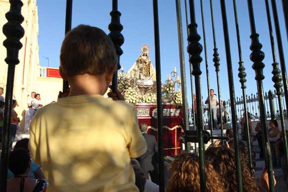 La talla a su salida de la iglesia chiclanera de San Sebastián./Sonia Ramos