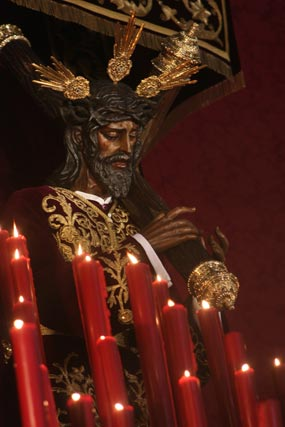 El Cristo de la Salud en lo más alto del altar.  Foto: A.S.Carrasco