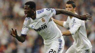 El Real Madrid pone pie y medio en las semifinales de la Liga de Campeones al ganar 4-0 al Tottenham en la ida de los cuartos. / AFP