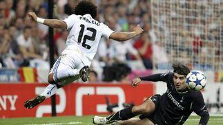 El Real Madrid pone pie y medio en las semifinales de la Liga de Campeones al ganar 4-0 al Tottenham en la ida de los cuartos. / EFE