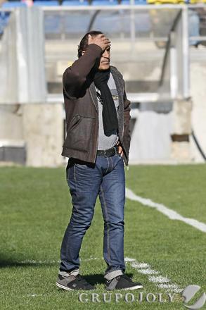 Ramón Blanco se lleva la mano a la cabeza.  Foto: Julio Gonzalez