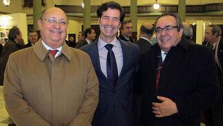 En el centro Miguel Rus, con Enrique Román y José Gutiérrez, de GEA 21.  Foto: Victoria Ramírez