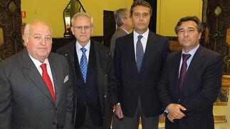 Emilio Corbacho, secretario general de Fadeco, Evaristo Caparrós, José Antonio Solano y Francisco Carmona, secretario general de Construcor  Foto: Victoria Ramírez