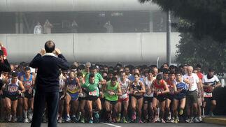 La novedad de este año de la Carrera Popular jerezana fue la salida desde Hipercor.  Foto: Miguel Angel Gonzalez