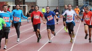 González, Romero, Soto, Gómez y Guerra, entrando de la mano.  Foto: Miguel Angel Gonzalez