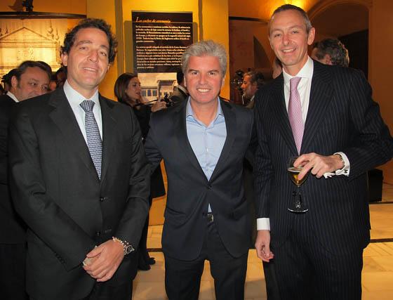 En el centro, Miguel Guillén, presidente del Betis, con  Luis Contreras Manrique, consejero delegado de Vimac, y Martín Abad (BNP Paribas).  Foto: Victoria Ramírez