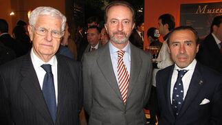 José Luis Sánchez Domínguez, presidente de Sando; Rodrigo Charlo, presidente de Bogaris, y Chus García, de Gar&Cía.  Foto: Victoria Ramírez