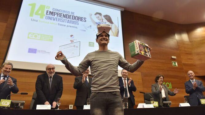 El ganador del concurso, Carlos Helder García Escobar.
