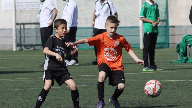 Lance de un partido de la fase previa de la Copa Fábrica de Talento.