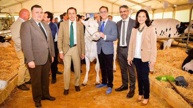 Francisco Zurera, Ricardo Delgado Vizcaíno, Santiago Cabello, Emiliano Pozuelo y Rafaela Crespín, ayer, en la inauguración.