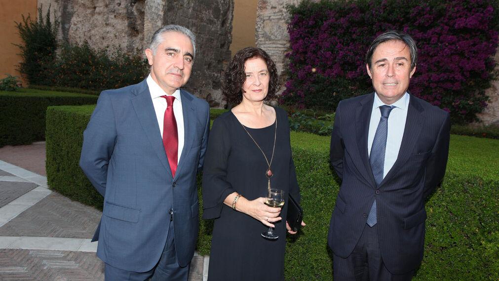 Luis Marín, director del Banco Popular en Andalucía; Irene Marín y Ricardo Pumar, presidente de Insur.