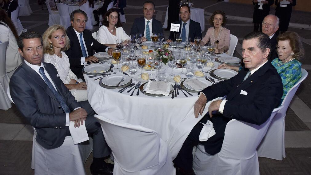 Ángel Cabral, Mercedes Vázquez, Ramón Ybarra, Verónica Lora, Juan Bueno, Rafael Bravo, María Luisa Guardiola, Luis Manuel Halcón, Ivita Halcón y Fernando de Parias Merry.
