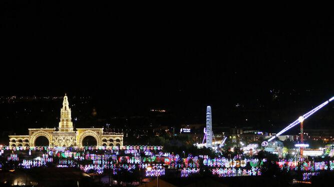 Vista panorámica del recinto de El Arenal tras el alumbrado.