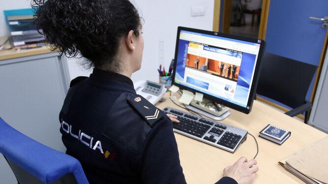 Resultado de imagen de delitos cometidos a través de Internet