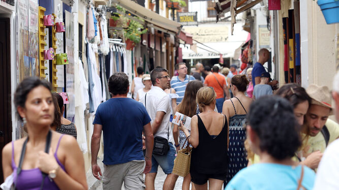 Turistas en el entorno de la Judería.