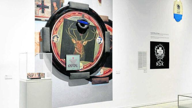 1. El cartel de Richard Klein para las Juventudes Hitlerianas. 2. La obra premiada por el Gobierno yugoslavo en 1987. 3. Vista de una de las salas de la exposición en el Reina Sofía. 4. Logotipo del NSK.