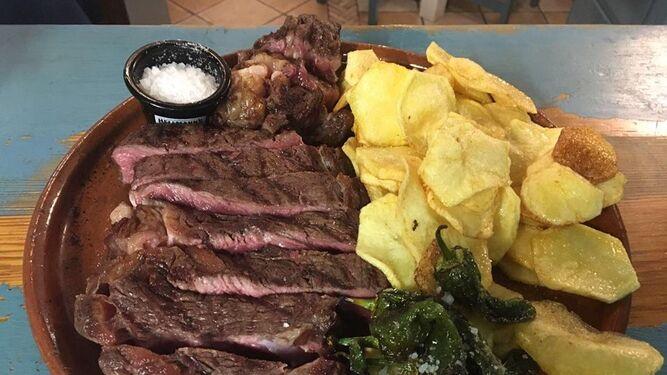 La carne, de primera calidad, es una de las especialidades de este restaurante.