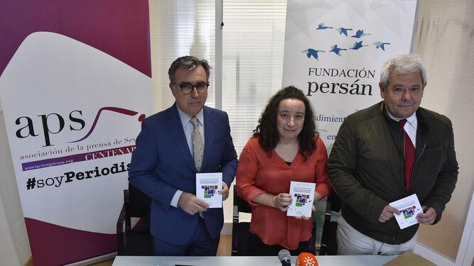 Ignacio Martínez, vicepresidente de la Fundación Persán; Begoña Cueto, coautora del estudio; y Joaquín Aurioles, profesor de la Universidad de Málaga y miembro de la Asociación Española de Ciencias Regionales.
