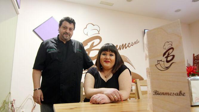 Cristina Ruiz y Miguel Ángel Sabio en su local de la calle Atlántico, número 9.