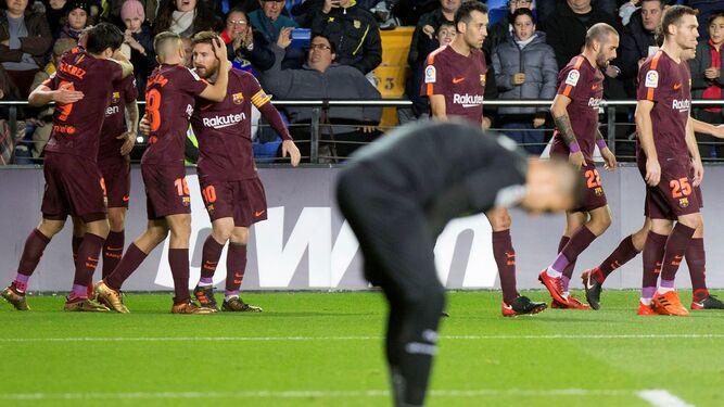 Los jugadores del Barcelona celebran el primer gol frente al Villarreal.