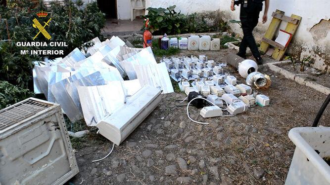 Material intervenido por efectivos del Instituto Armado en una operación.