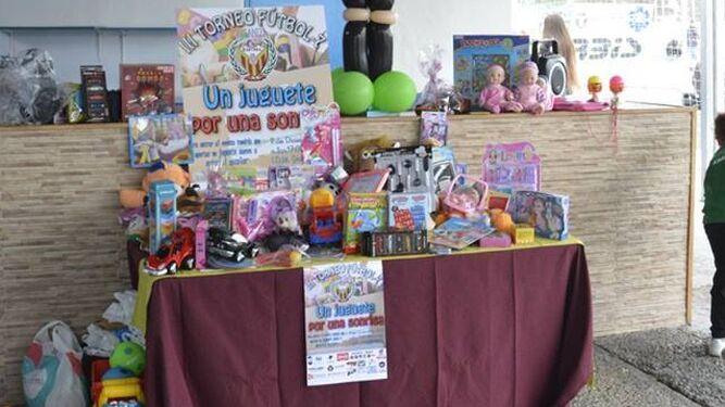 Algunos de los juguetes donados por los asistentes.