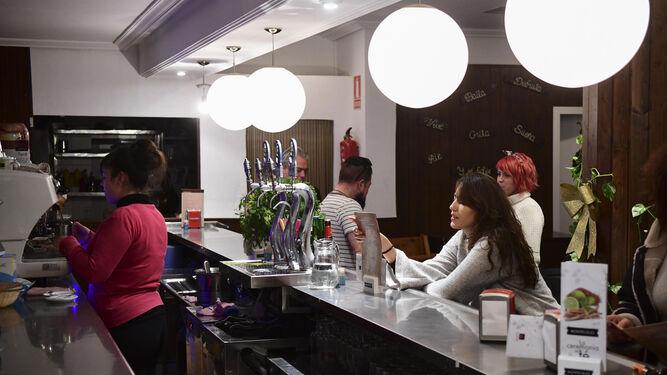 Imagen del interior del local del Bar-Tapas Doña Blanca de Orive.